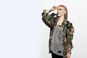 Grimes анонсировала новую композицию, озаглавленную Go