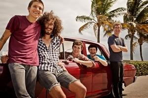 Участники группы Surfer Blood собирают деньги на помощь в лечении рака у гитариста Томаса Фекете
