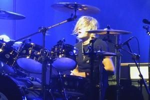 The Darkness выпустили новый трек и заменили ушедшую барабанщицу сыном Роджера Тейлора из Queen