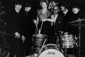 Первый контракт подписанный группой The Beatles выставлен на продажу