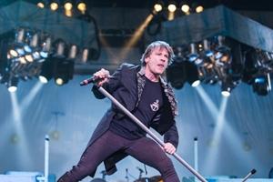 Солист Iron Maiden выпустит мемуары в 2017 году