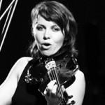 Скрипачка Arcade Fire Сара Нойфилд анонсировала сольный альбом