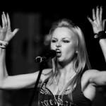 Экс-солистка группы «Ленинград» презентует два трека до выхода сольного альбома