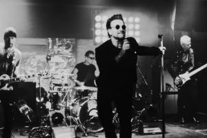 U2 опубликовали концертное видео на трек Get Out Of Your Own Way