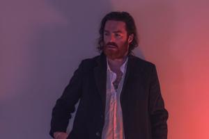 Ник Мерфи представил клип на композицию Missing Link