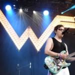 Weezer представили акустическую версию песни Happy Hour