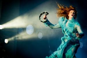 Florence + The Machine презентовали клип на новый трек Sky Full of Song