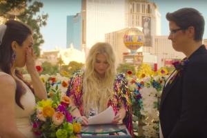 Kesha опубликовала видео-работу I Need a Woman to Love