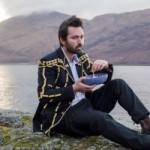 Том Розенталь опубликовал лирик-видео на песню Cos Love
