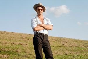 Джейк Ширз выпустил видео на трек Big Bushy Mustache