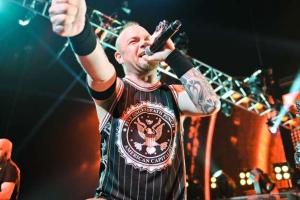Five Finger Death Punch поделились клипом на сингл When the Season Change