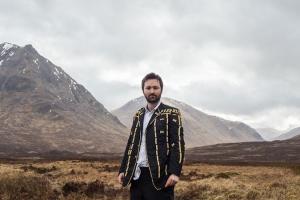 Том Розенталь опубликовал акустическую версию сингла To You Alone