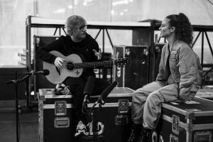 Джесс Глинн и Эд Ширан записали акустическую версию песни Thursday