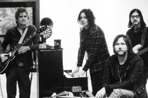 Супергруппа The Raconteurs презентовала клипы на новые синглы Sunday Driver и Now That You're Gone