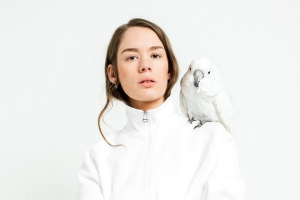 Anna Of The North поделилась клипом на песню Leaning On Myself