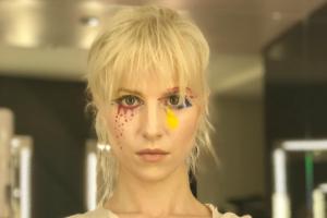 Хейли Уильямс презентовала видео-работу на сингл Simmer