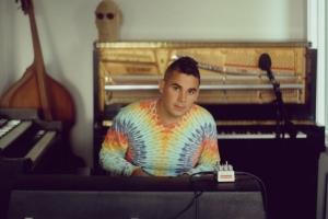 Rostam опубликовал визуалайзер на свой новый сингл 4Runner